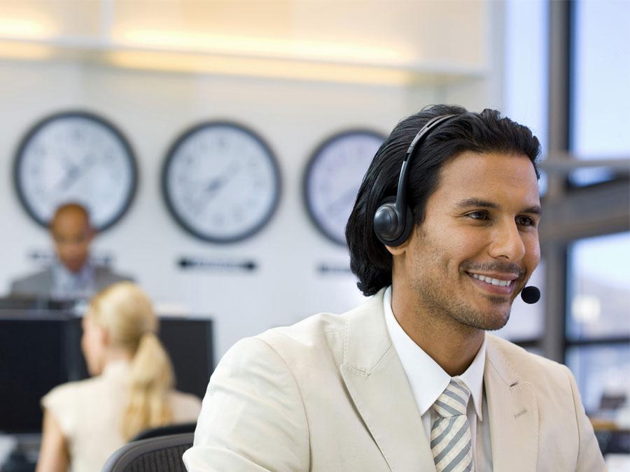 customer support agent in call center world clocks