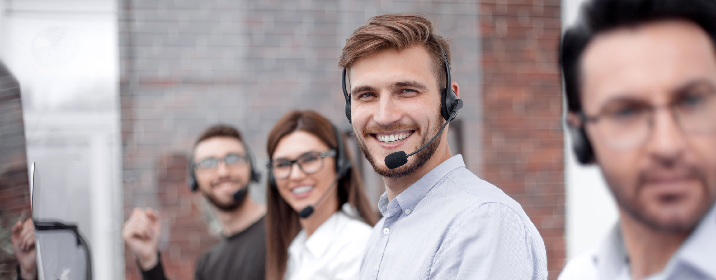 Which type of agent is best for multilingual tech support?