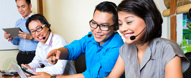 Philippine-call-center-agents-in-a-meeting