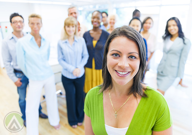 Smiling-woman-in-focus-with-people-in-the-background