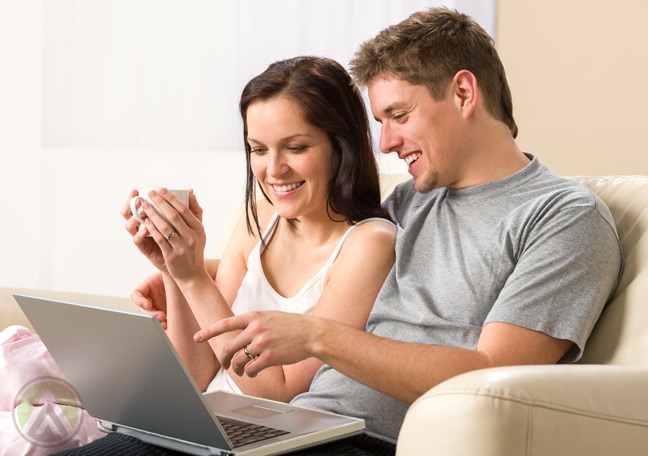 couple-reading-email-from-laptop