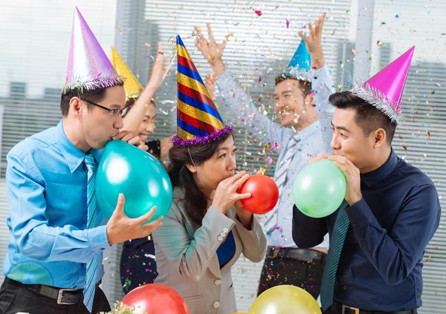 creative-team-fun-activity-party-blowing-balloons