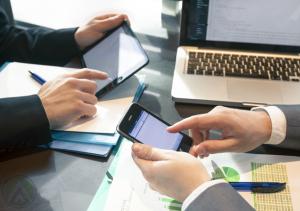 businessmen-hands-using-smartphone-tablet-laptop
