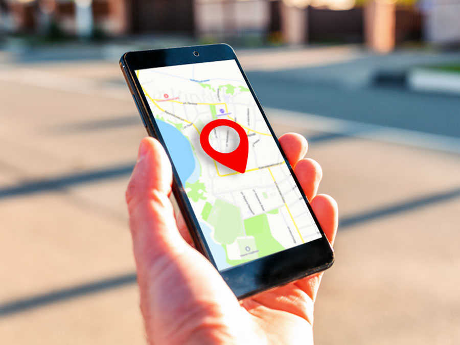 hand holding smartphone on ecommerce site map location geolocations