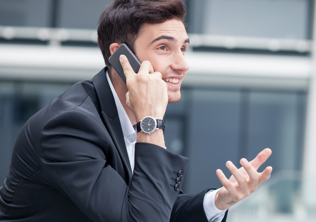 businessman-explaining-on-the-phone-outdoors
