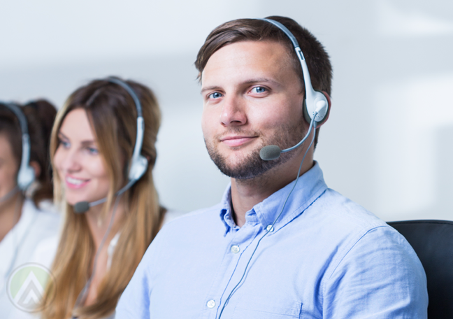 smart-male-customer-service-agent