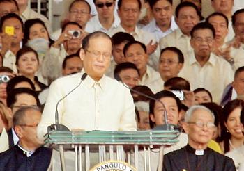 Philippines-president-on-podium