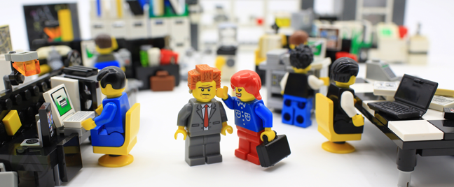 lego-figures-set-bad-boss-with-employees-in-office