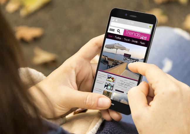 woman reading smartphone magazine article