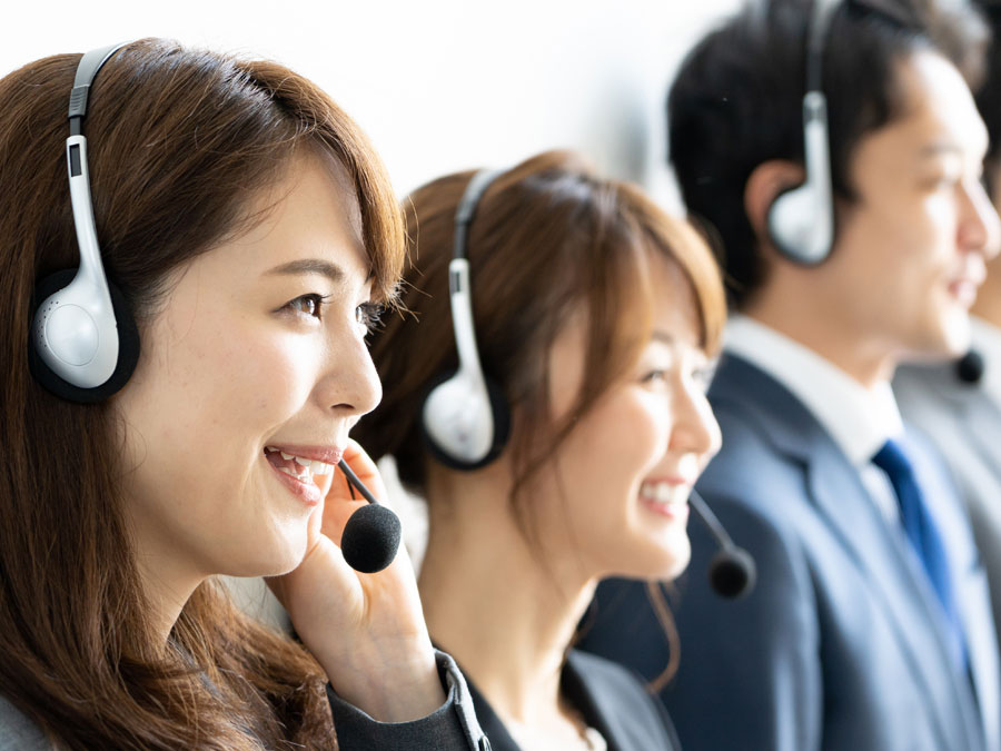 call center group in customer support office