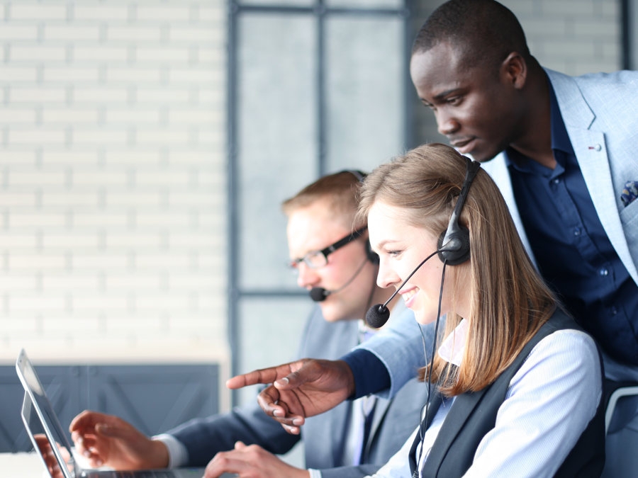 customer support manager assisting call center agents