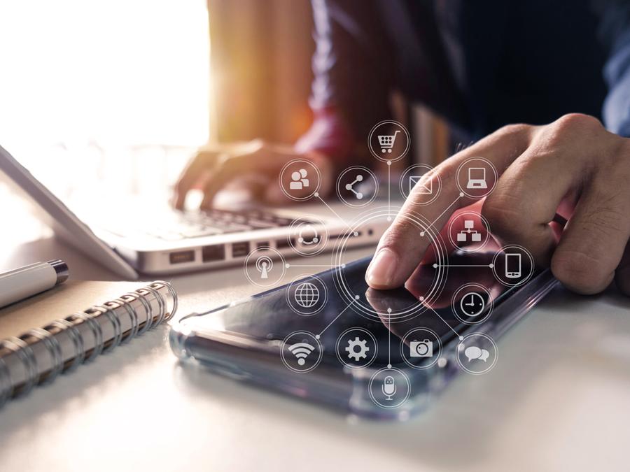 omnichannel customer service agent using laptop smartphone