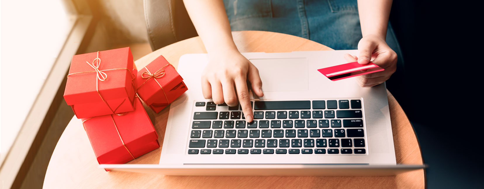 Outsourcing to beat the e-commerce holiday shopping rush